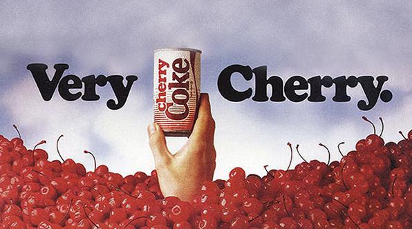 Eine alte Cherry Coke Werbung, die den Geschmack der Kirsche verdeutlicht. Quelle: www.coca-cola-deutschland.de